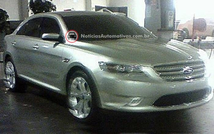 ford-taurus-2010-flagrado