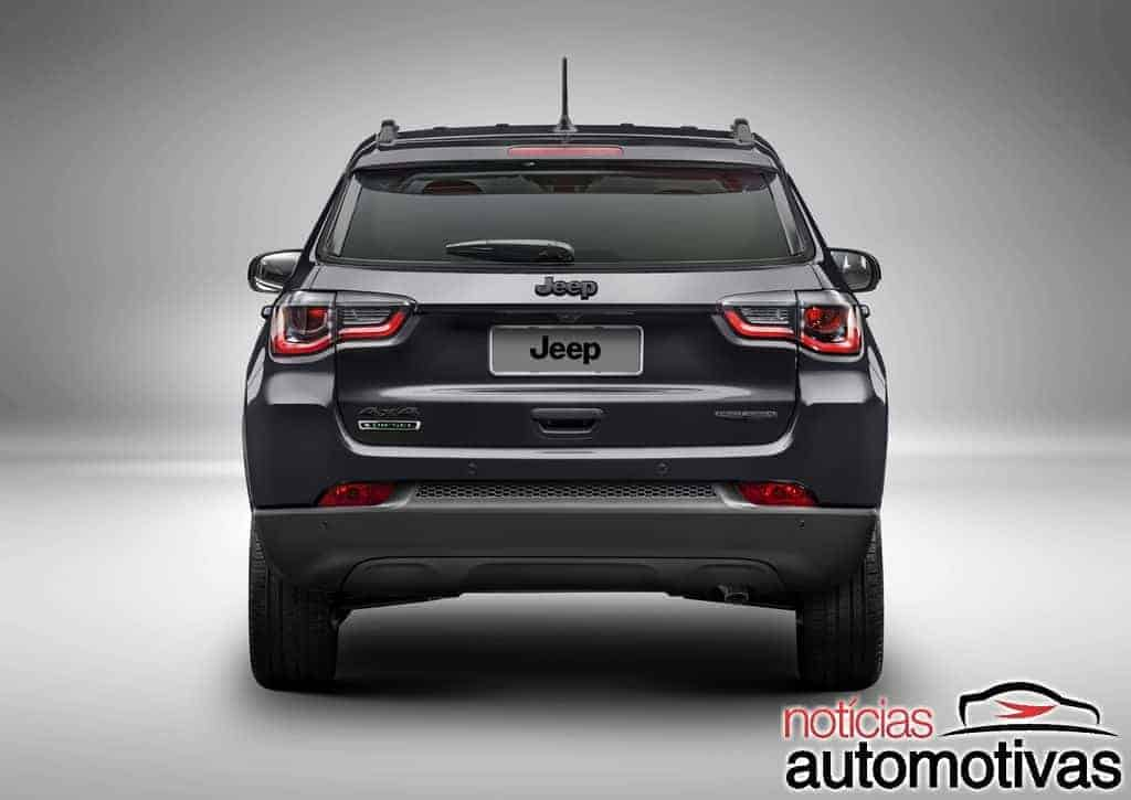Jeep Compass Night Eagle aposta em visual escurecido por R$ 119.990