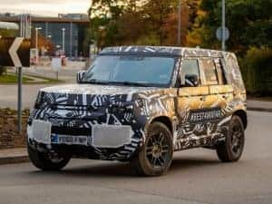 Land Rover Defender 2020 é flagrado em testes no Reino Unido