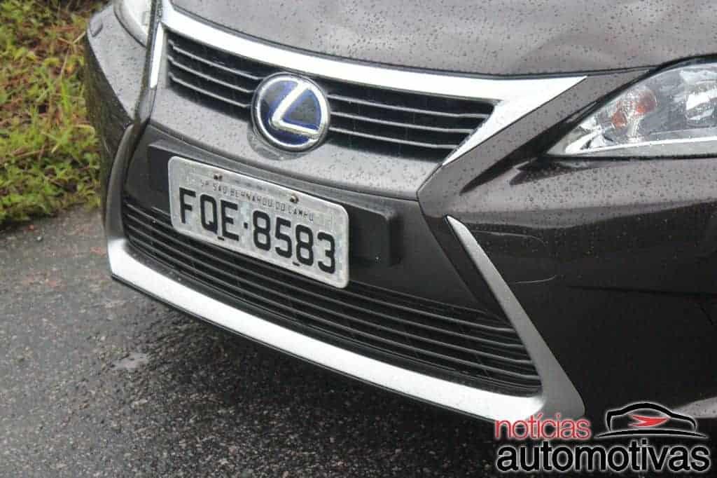 Lexus CT200h tem luxo e economia, mas desempenho mediano