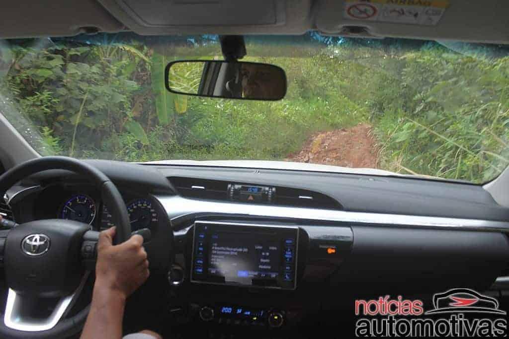 Avaliação: Nova Hilux SRX 2.8 melhora em off-road e tecnologia