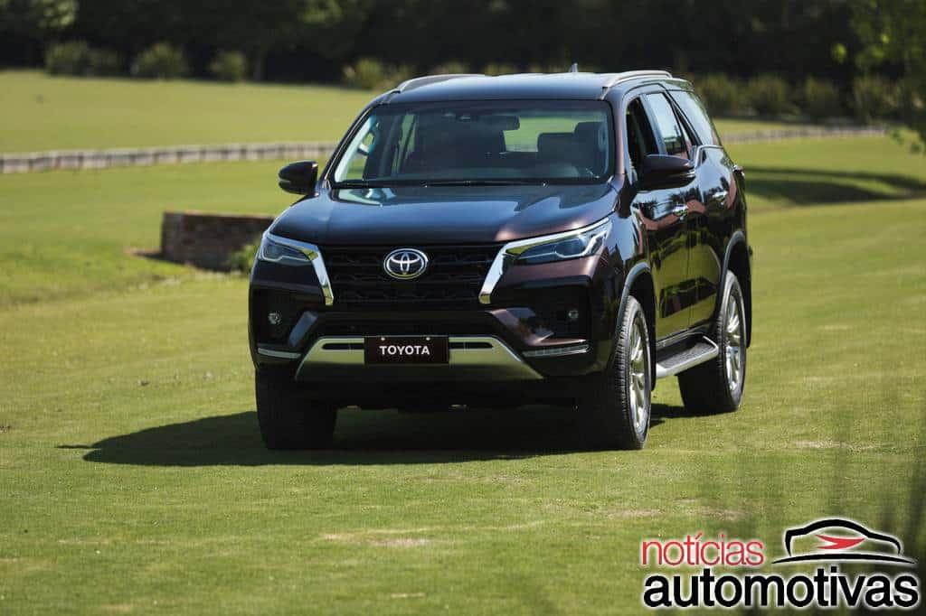 Toyota Hilux e SW4 ficam mais caros em outubro